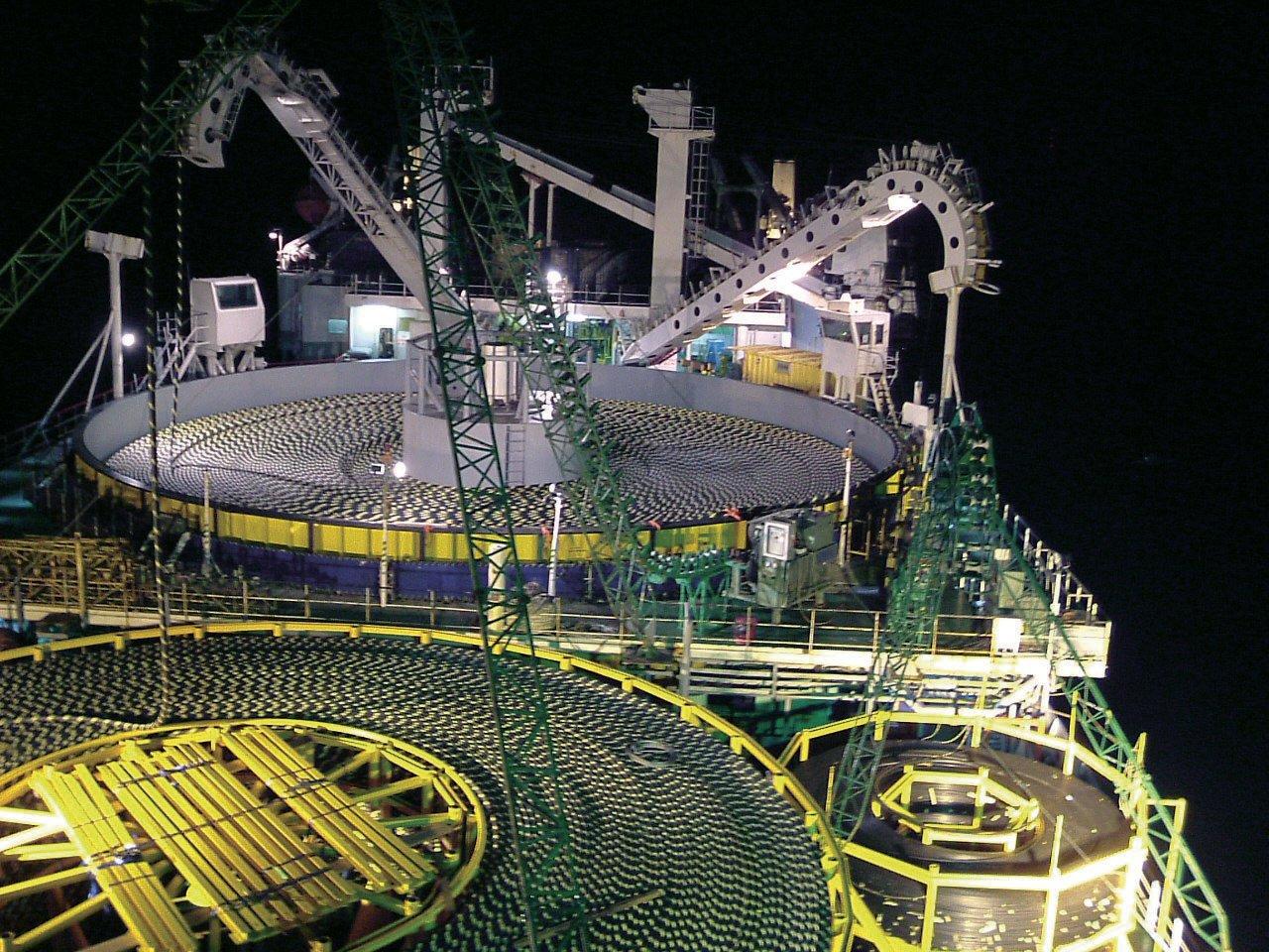 SubmarineCablesShip_100dpi